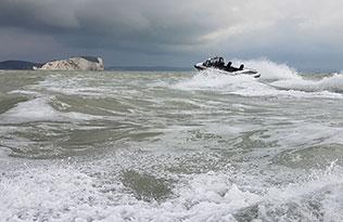 Humdinga p2 sea 2 – over waves wide view